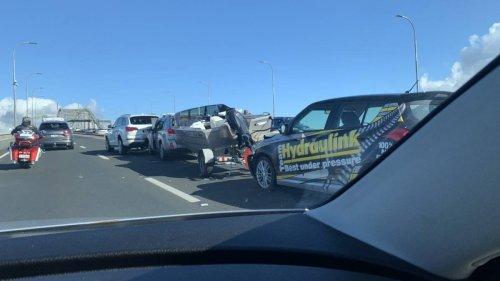 Auckland traffic delays: Harbour Bridge crash includes boat on trailer - NZ Herald