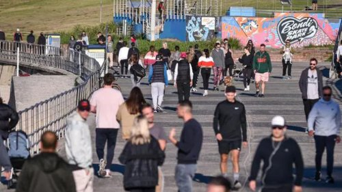 Covid 19 coronavirus: Sydney residents flock to Bondi Beach, bars despite lockdown - NZ Herald