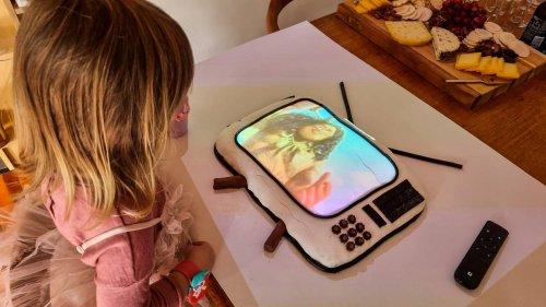 'Genius' Clarke Gayford wows with movie-themed cake for Neve's third birthday - NZ Herald