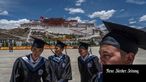 Der Dalai Lama lebt seit 62 Jahren im Exil. Dennoch ist er omnipräsent in Tibet