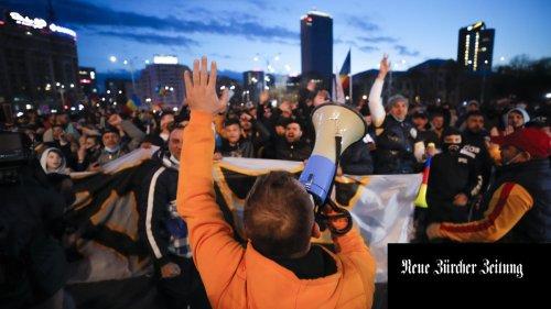 Verschwörungstheorien und Fremdenhass: An den Covid-Demonstrationen in Rumänien ereignen sich hässliche Szenen
