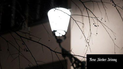 Um Geld zu sparen, wollte Langnau am Albis die Strassenlampen später einschalten – niemand ahnte, welche Probleme das mit sich bringen sollte