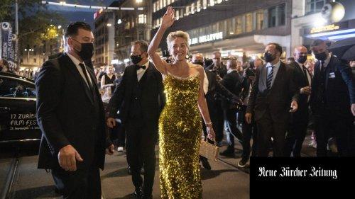 Vier Gesichter der Sharon Stone – die Schauspielerin findet in Zürich zurück in die Starrolle