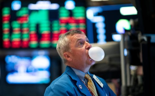 Wall Street, Rich Heavyweights Dive Into NFTs Despite Crypto Entering Bubble Zone