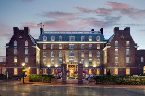 Top Pet-Friendly Coastal Hotels Across the U.S.