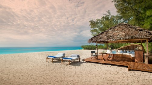 6 Luxury Coastal Buyouts and Private Accommodations