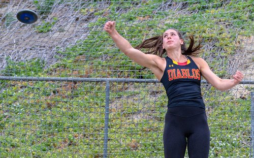 Sara Pettinger's double-win day helps Mission Viejo girls capture O.C. Championships title