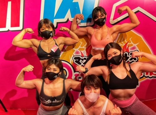 Muscle Girls – A Unique Fitness-Themed Bar Staffed by Female Weight-Training Enthusiasts