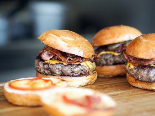 Police Arrest Entire Fast Food Restaurant Staff After Being Denied Free Burgers