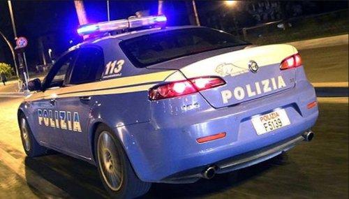 Olbia, vede i poliziotti e lancia una busta piena di marijuana dalla finestra: arrestato 28enne