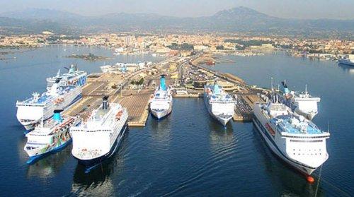 Proseguono i controlli della forestale nei porti e aeroporti della Sardegna