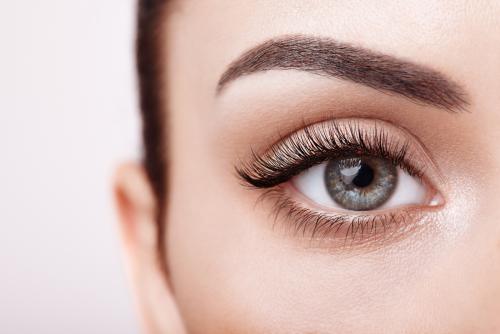 Make-up, maquillage semi-permanent, médecine esthétique : comment mettre en valeur son regard ? | Ô Magazine
