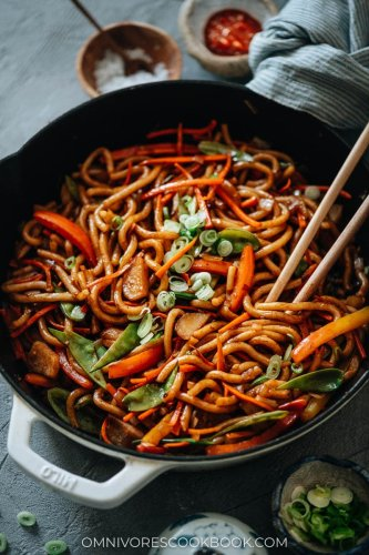 Vegetable Udon Stir Fry (Veggie Yaki Udon)