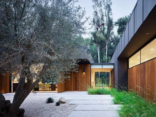 Absolutely stunning off the grid home in California embraces the outdoors