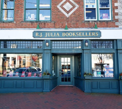 This 2-Story Bookstore In Connecticut, RJ Julia Booksellers, Is Like Something From A Dream