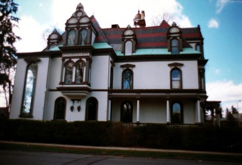 The Historic Batcheller Mansion Inn In New York Is Notoriously Haunted And We Dare You To Spend The Night