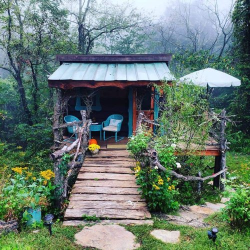 Experience A Fairytale Come To Life When You Stay At The Hobbit Themed Treehouse In North Carolina