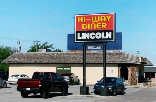 Hi-Way Diner Is An Unassuming Spot In Nebraska That Doesn't Look Like Much, But The Food Is Unforgettable