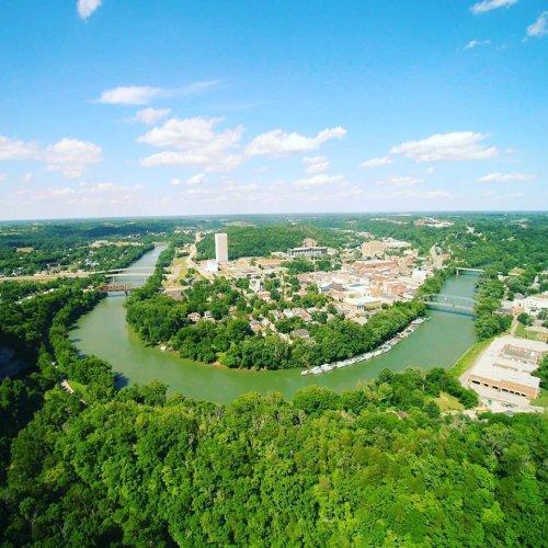 Take A Bourbon Themed Boat Tour Along The Scenic Kentucky River