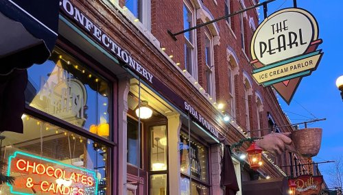 The Ice Cream Parlor In Wisconsin That's So Worth Waiting In Line For
