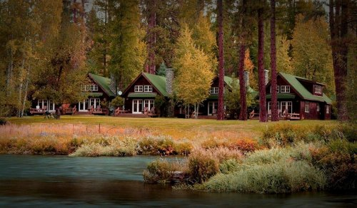 This River Cabin Resort In Oregon Is The Ultimate Spot For A Getaway