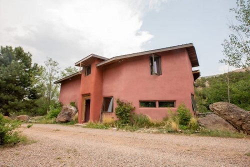 Spend The Night In An Adobe House Within A Private 43-Acre Valley For The Perfect Vacation In New Mexico