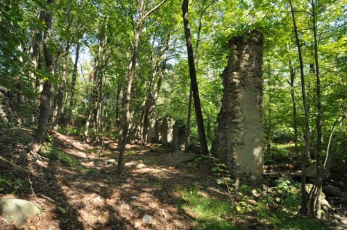 A Trip To This Little Known Historic Ruin In Rhode Island Is Truly One In A Million