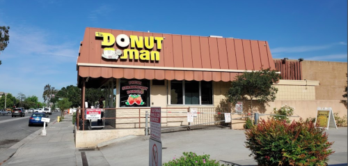 People Drive From All Over Southern California To Try A Fresh Fruit Donut At The Donut Man