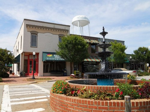 7 Small Towns In Georgia That Are Full Of Charm And Perfect For A Weekend Escape