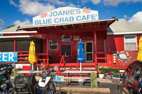 Dine At Joanie's Blue Crab Cafe In Florida For A Meal You'll Never Be In A Rush To Finish