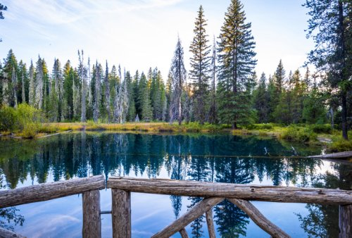 This Oregon Lake Is The Coolest Thing You'll Ever See For Free
