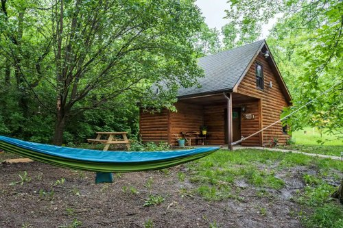 This Cozy Cabin Is The Most Bookmarked Airbnb In Kansas And It's So Easy To See Why
