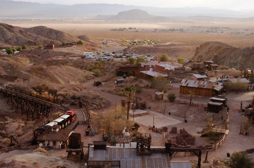 The Southern California Ghost Town That's Perfect For An Autumn Day Trip