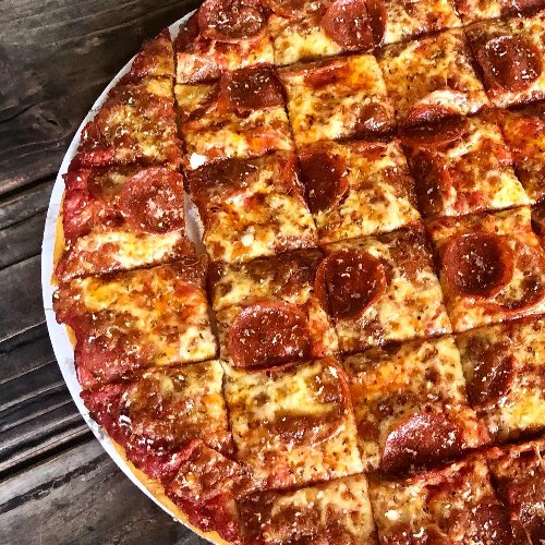 Jerry's Pizza Is Bringing Tavern-Style Pizza To Portland, Oregon And We Couldn't Be More Excited