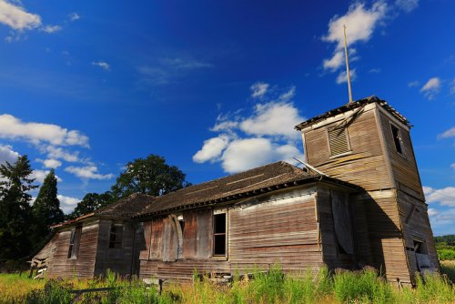 The Creepiest Ghost Town In Oregon, Kinton, Is The Stuff Nightmares Are Made Of