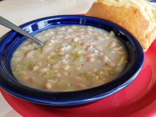 Simple Vegan White Bean Soup