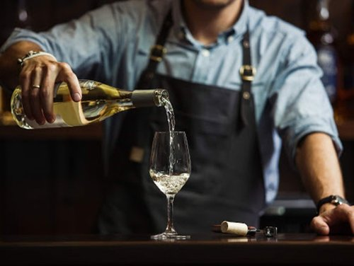 10 Common White Wine Types Explained