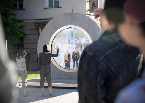 """Sci-Fi """"Portal"""" Connects Citizens of Lublin & Vilnius, Allowing Passersby Separated by 376 Miles to Interact in Real Time"""