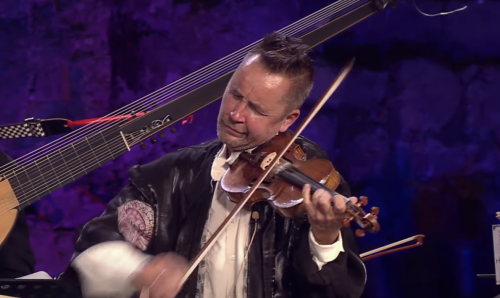 "Superstar Violinist Nigel Kennedy Reinvents Jimi Hendrix's ""Purple Haze"": Watch Two Dynamic Performances"