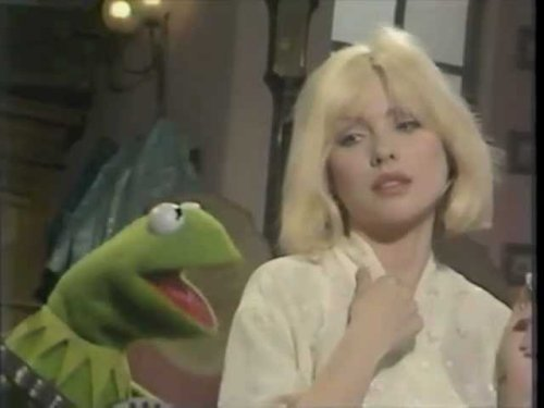 """Watch Blondie's Debbie Harry Perform """"Rainbow Connection"""" with Kermit the Frog on The Muppet Show (1981)"""
