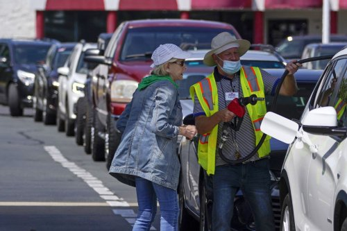 Feds issue warning amid fuel shortages: 'Do not fill plastic bags with gasoline'