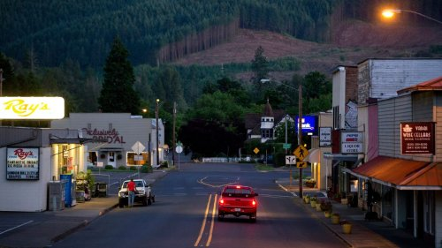 Oregon bar that surrendered license after COVID-19 violations is in trouble again