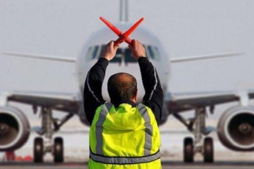 Французские власти остановили внутренние авиарейсы