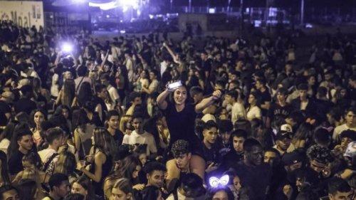 Schwere Ausschreitungen bei Riesenpartys in Barcelona