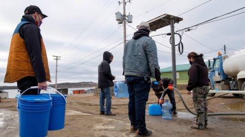 À Iqaluit, il y a du pétrole dans l'eau
