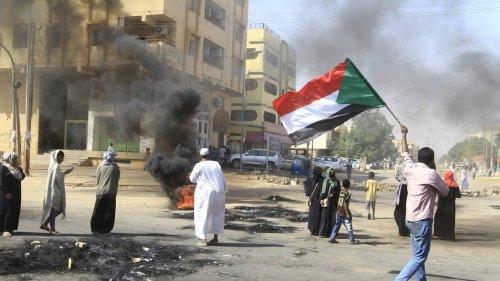 Les ambassadeurs du Soudan en France, en Belgique et en Suisse font défection après le coup d'État