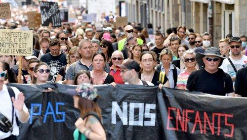Près de 64 000 manifestants en France contre le passe sanitaire