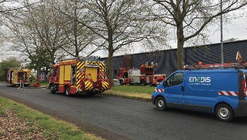 EN IMAGES. Mondeville : incendie dans un entrepôt désaffecté cours Montalivet