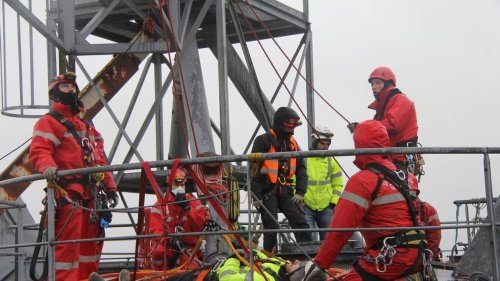 Naval Group Lorient. Un collaborateur secouru sur le pont d'un navire