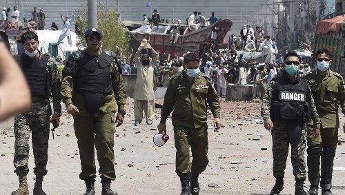 Au moins sept policiers pris en otage par des manifestants anti-France au Pakistan